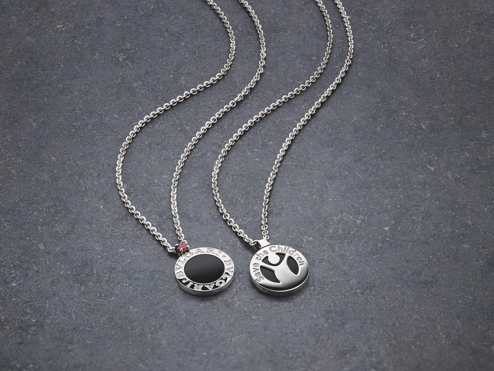 Bvlgari создали серебряный кулон в поддержку организации Save the Children