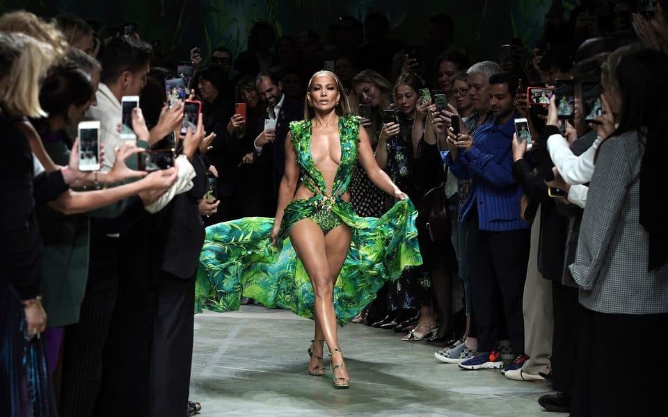 Коллекция Versace весна-лето 2020