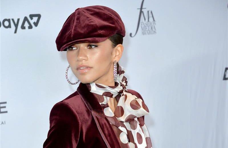 Образы знаменитостей на красной дорожке The Daily Front Row Fashion Media Awards