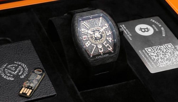 SupercarBlondie показала первые в мире наручные биткоин-часы