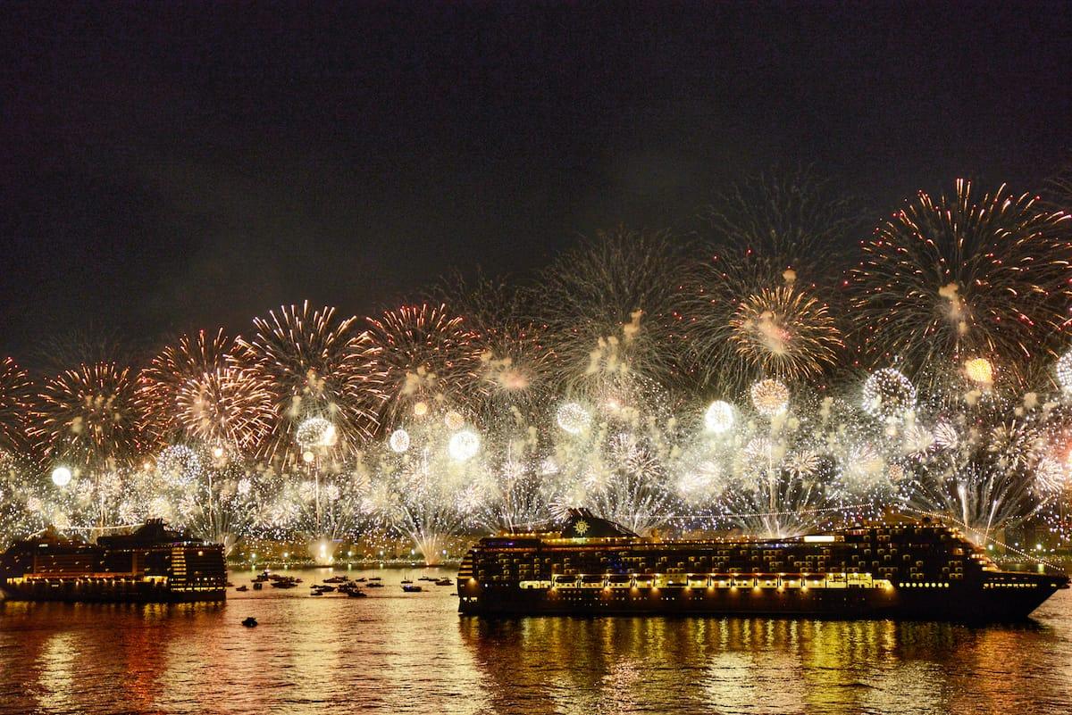 Новогодний салют в Рио-де-Жанейро