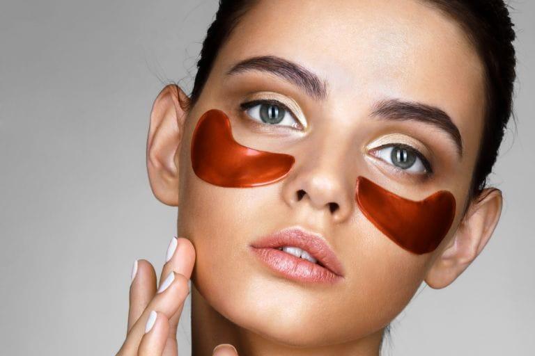 Топ-5 бьюти-продуктов, которые помогут реанимировать кожу вокруг глаз после яркой новогодней ночи