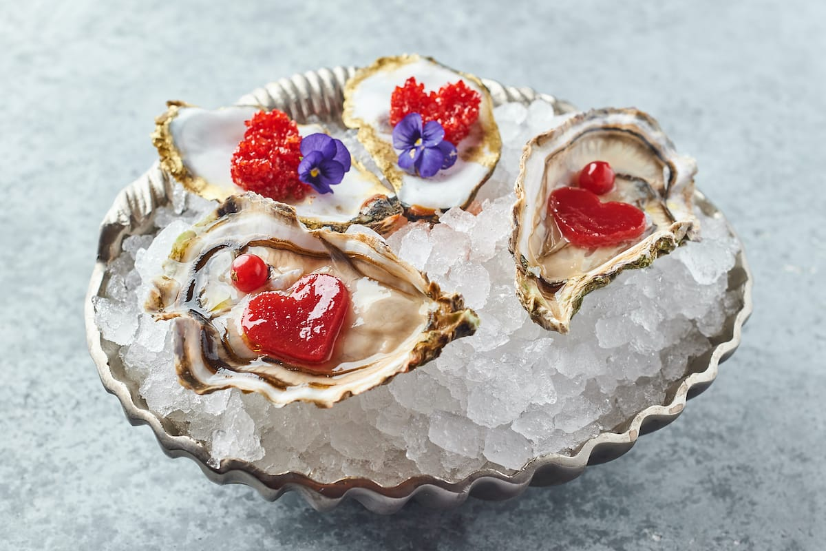 Устрицы с малиновым желе в ресторане «Ласточка» в День всех влюбленных !