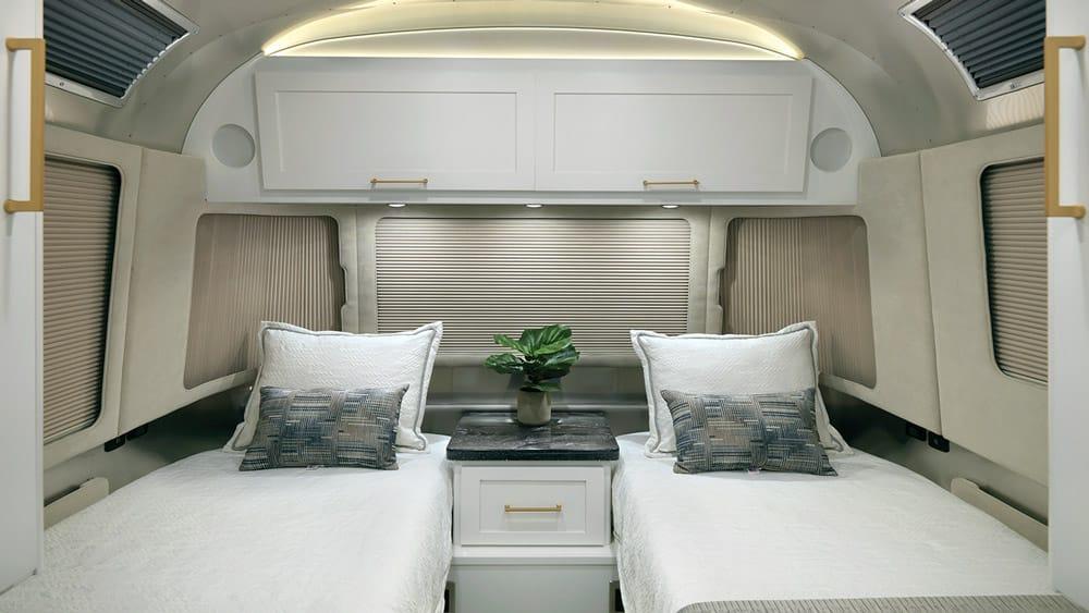Прекрасное далеко с новой моделью Airstream Classic
