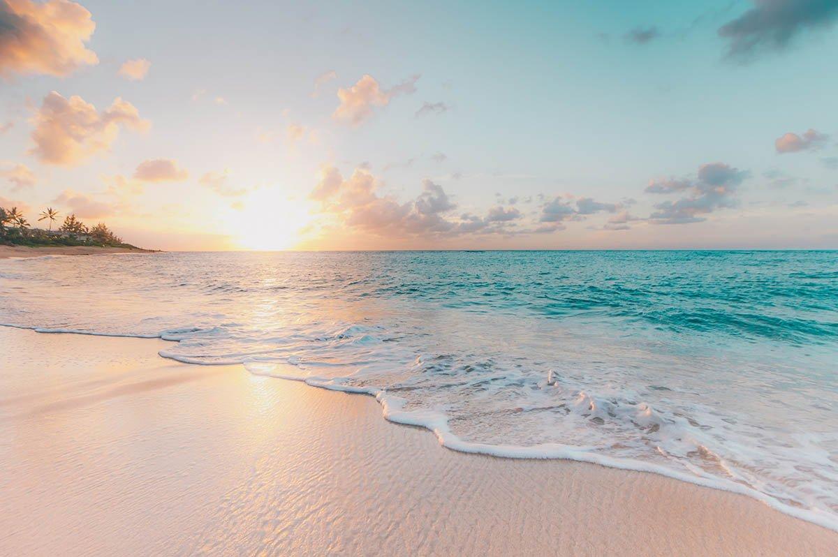 Пляжи испанского курорта обработали отбеливателем