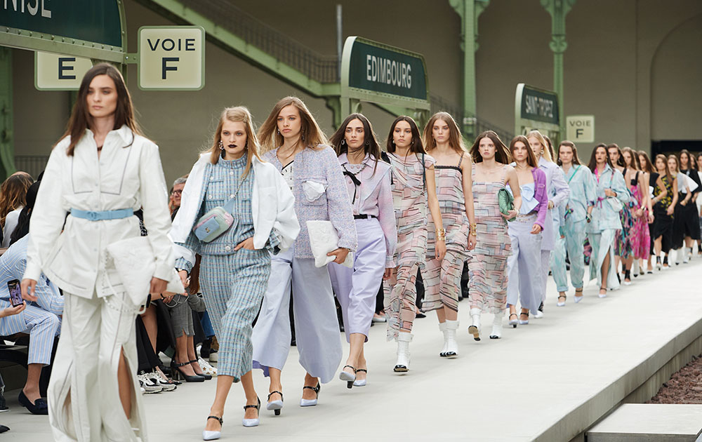 Chanel покажет новую круизный коллекцию онлайн