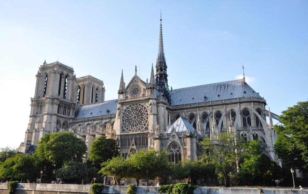 В Париже началась финальная стадия демонтажа строительных лесов вокруг Нотр-Дам-де-Пари