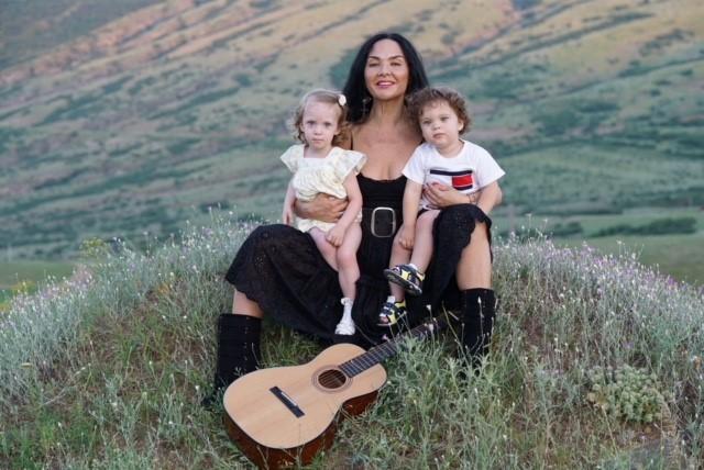 Миранда Мирианашвили с детьми Меланией и Иваном