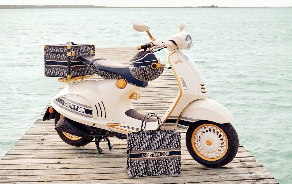 Самый модный транспорт этим летом: Vespa и Dior анонсировали новый скутер