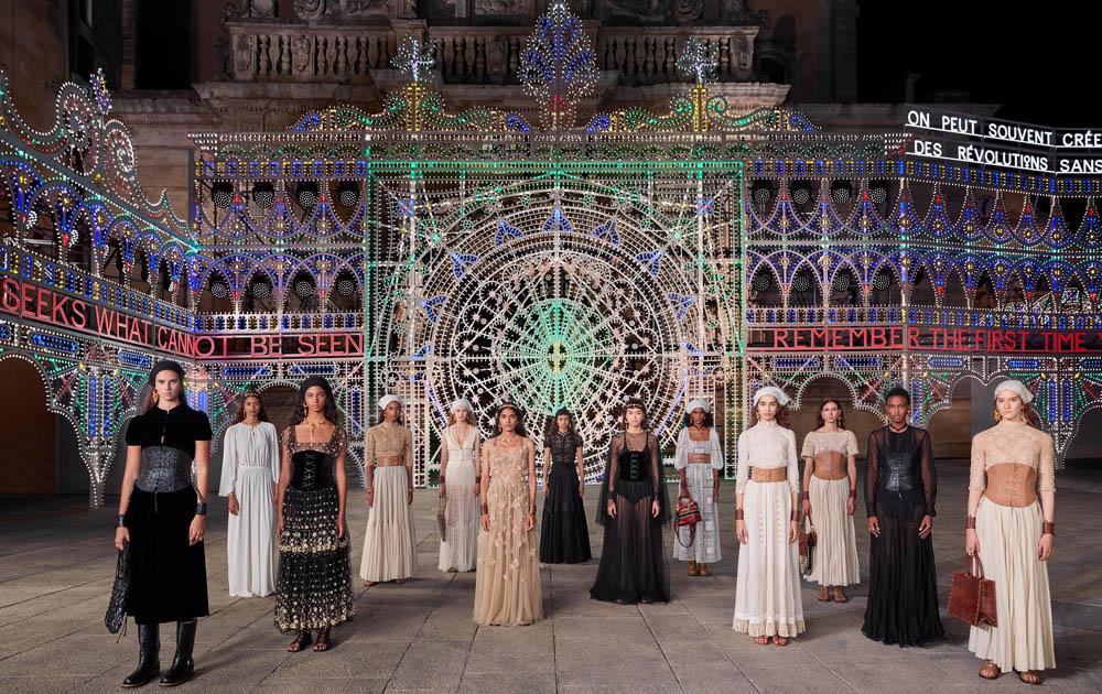 Dior провел показ круизной коллекции на площади Duomo di Lecce