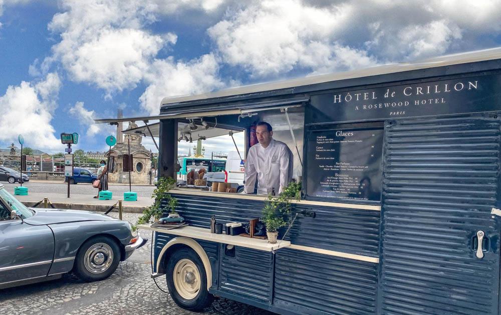 Изысканные десерты от шеф-кондитера Rosewood Hotel de Crillon можно отведать на улицах Парижа