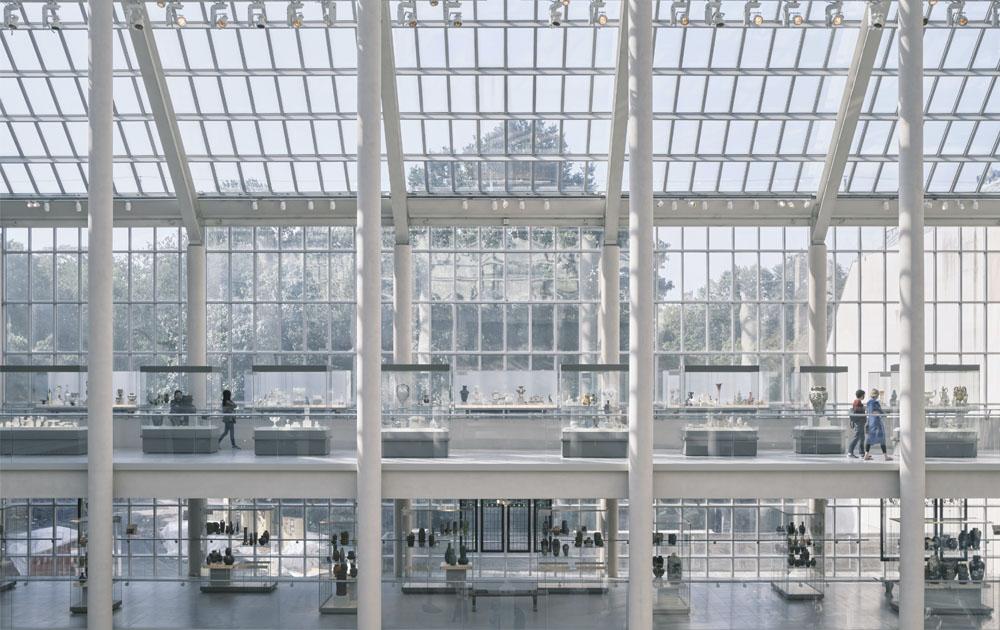 В Метрополитен-музее прошел предпросмотр выставки About Time: Fashion and Duration