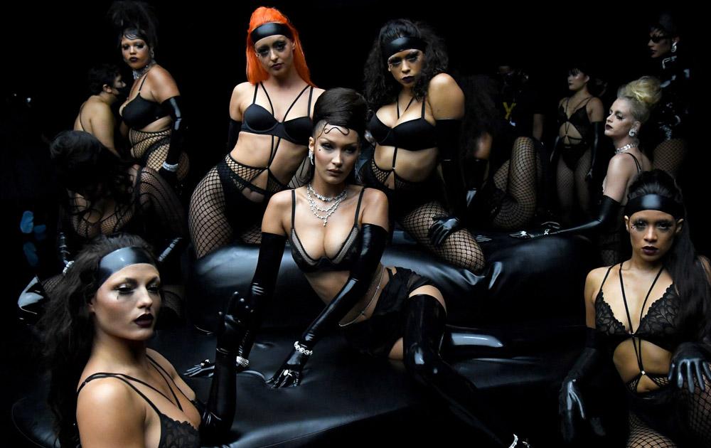 В рекламной кампании Savage Х Fenty снялись девушки, страдающие от рака груди