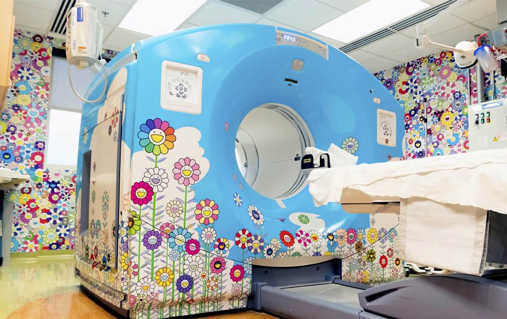 Работы Такаcи Мураками украсили стены комнаты детской больницы в Вашингтоне