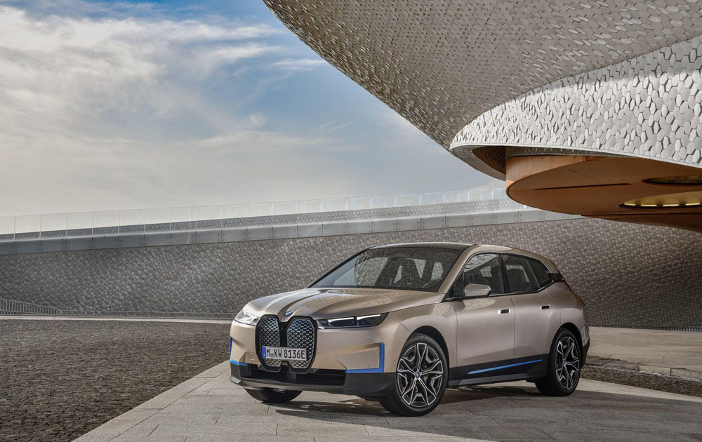BMW представили электрический кроссовер