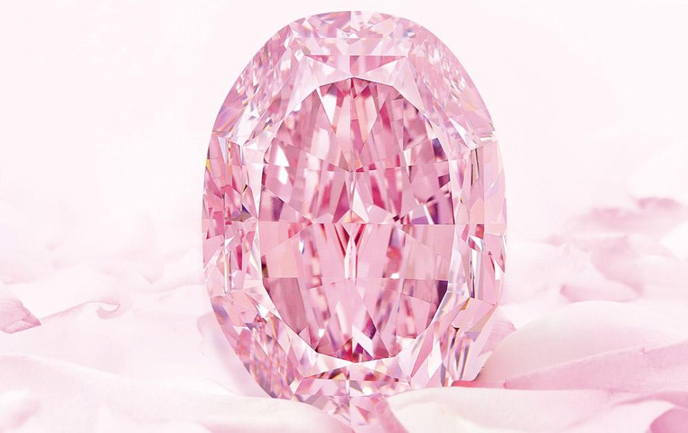На аукционе Sotheby's продали самый большой розовый бриллиант
